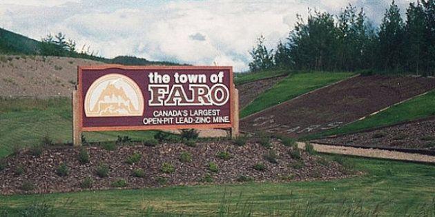 Faro Golf Course: Yukon Golf Course Snakes Through