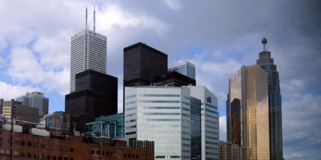 Short Selling Canadian Banks, Loonie A Bad Sign For