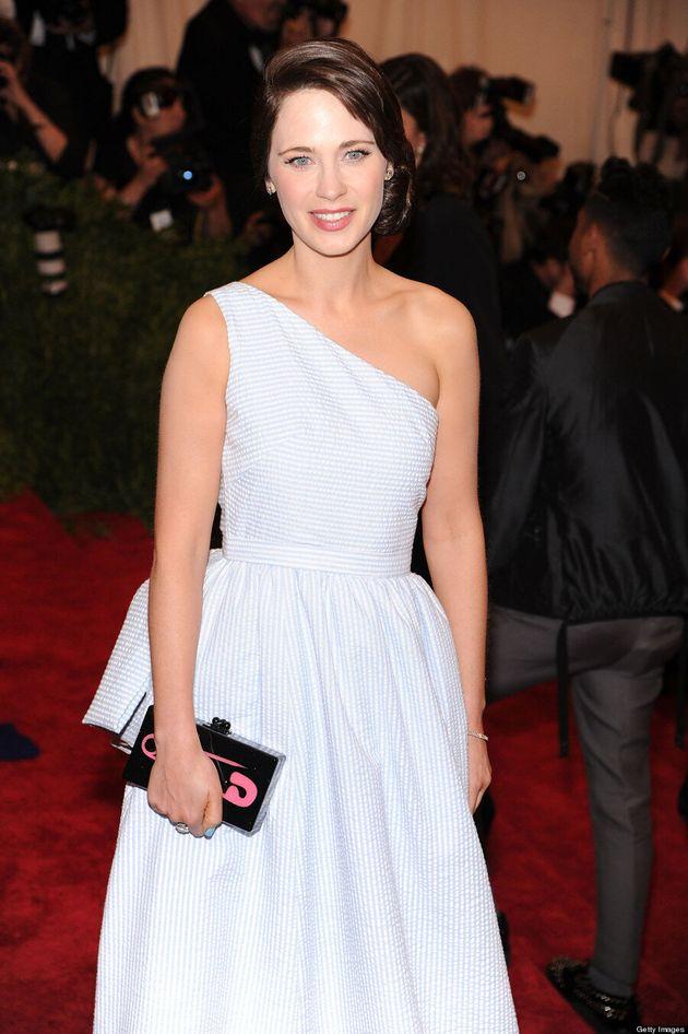 Zooey Deschanel No Bangs: 'New Girl' Star Unrecognizable At Met Gala (VIDEO,