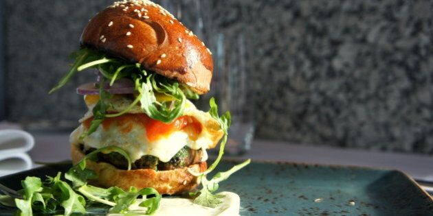 Le Burger Week 2013: Vancouver, Montreal, Quebec City And Winnipeg Celebrate