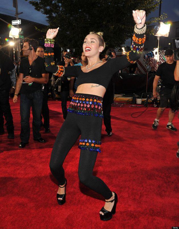 Miley Cyrus Tries To Twerk On The 2013 MTV VMAs Red Carpet