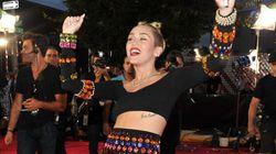 Miley Twerks