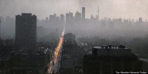 Toronto Power Outage: Twitter Calls Out To Toronto Hydro Via #Darkto