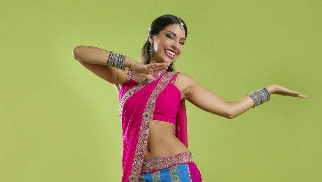 Bollywood Dance Moves 2 Easy Moves You Can Learn At Home Huffpost Canada Life