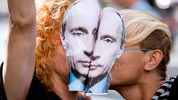 'Kiss-In' Rallies Staged Across Canada To Protest Russian Anti-Gay