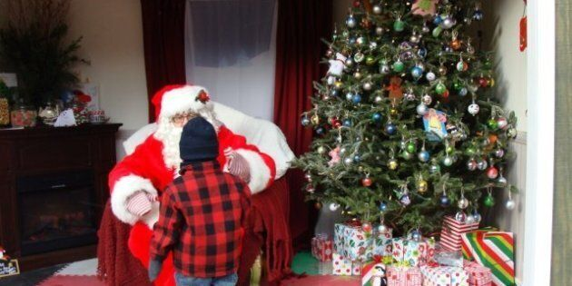 Santa Says Toronto Maple Leafs Suck To 3-Year-Old, Gets