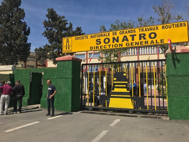 Les employés de la Sonatro organisent un rassemblement de protestation au siège de la direction...