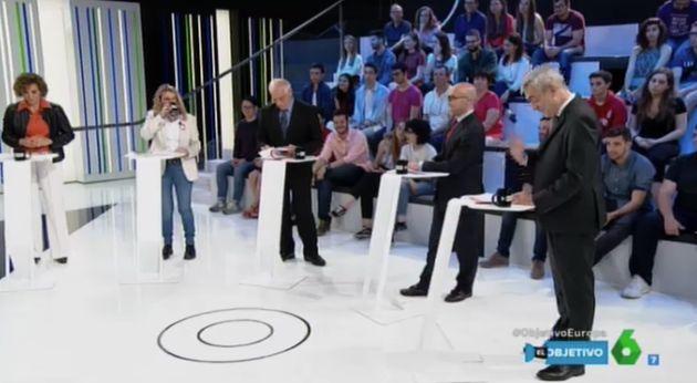 Luis Garicano, a la derecha de la imagen, agacha la cabeza tras el comentario de Ana