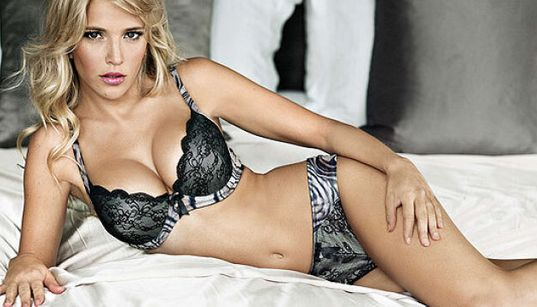 Bublé's Wife Bares