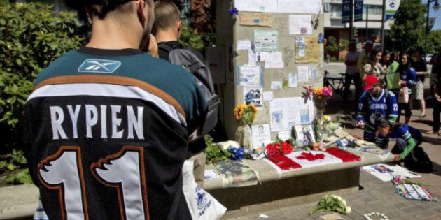 Funeral for NHL tough guy Rick Rypien attracts almost 1,000