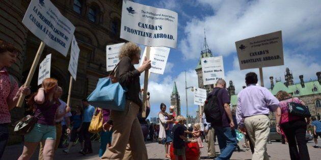 Foreign Services Strike: Diplomats, Ottawa Reach Tentative