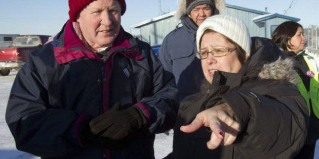 Bob Rae Visits Attawapiskat, Rebukes Harper For 'Lack Of