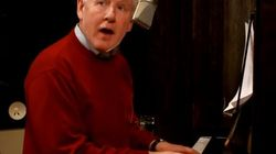 WATCH: Bob Rae Sings Christmas