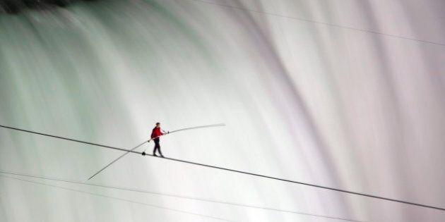 Nik Wallenda, Niagara Falls Tightrope Walker, Makes History (PHOTOS,