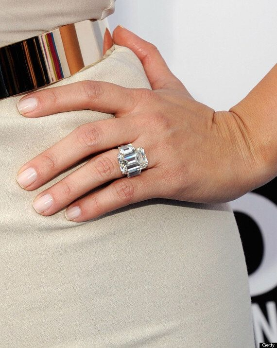 Kim Kardashian S Engagement Ring From Kris Humphries Sells At Auction For 620 000 Video Huffpost Canada Style