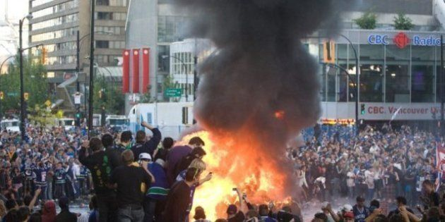 Vancouver Rioting: Fires Downtown After Canucks Loss (VIDEO,