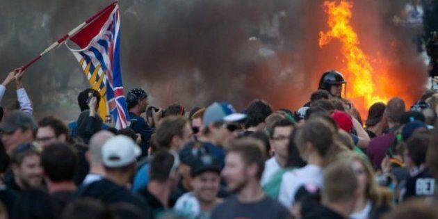 Vancouver Riots, Looting Follow Canucks Stanley Cup Final Loss (PHOTOS,