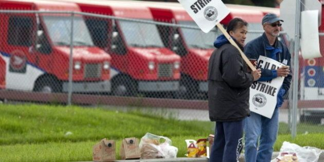 Striking Canada Post Workers Seek Public