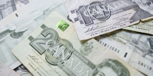 Canadian Dollar Drops On Sinking Commodities, Fears Of Trade