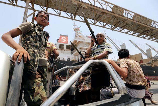 후티 반군 대원들이 살리프 항구에서 철수하고 있다. 2019년