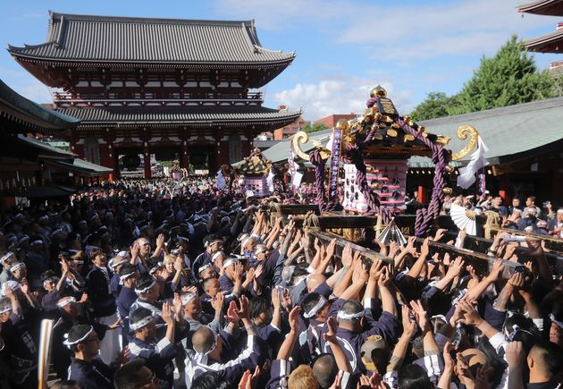 東京・浅草に初夏の訪れを告げる「三社祭」(2018年5月20日撮影)