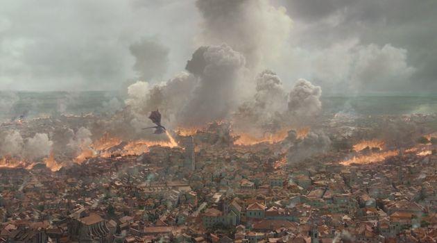 Drogon et Daenerys mettent la ville à feu et à