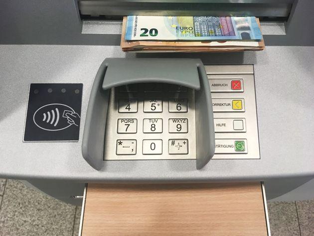 Σειρά επιθέσεων σε ΑTM Τραπεζών σε Πετράλωνα και