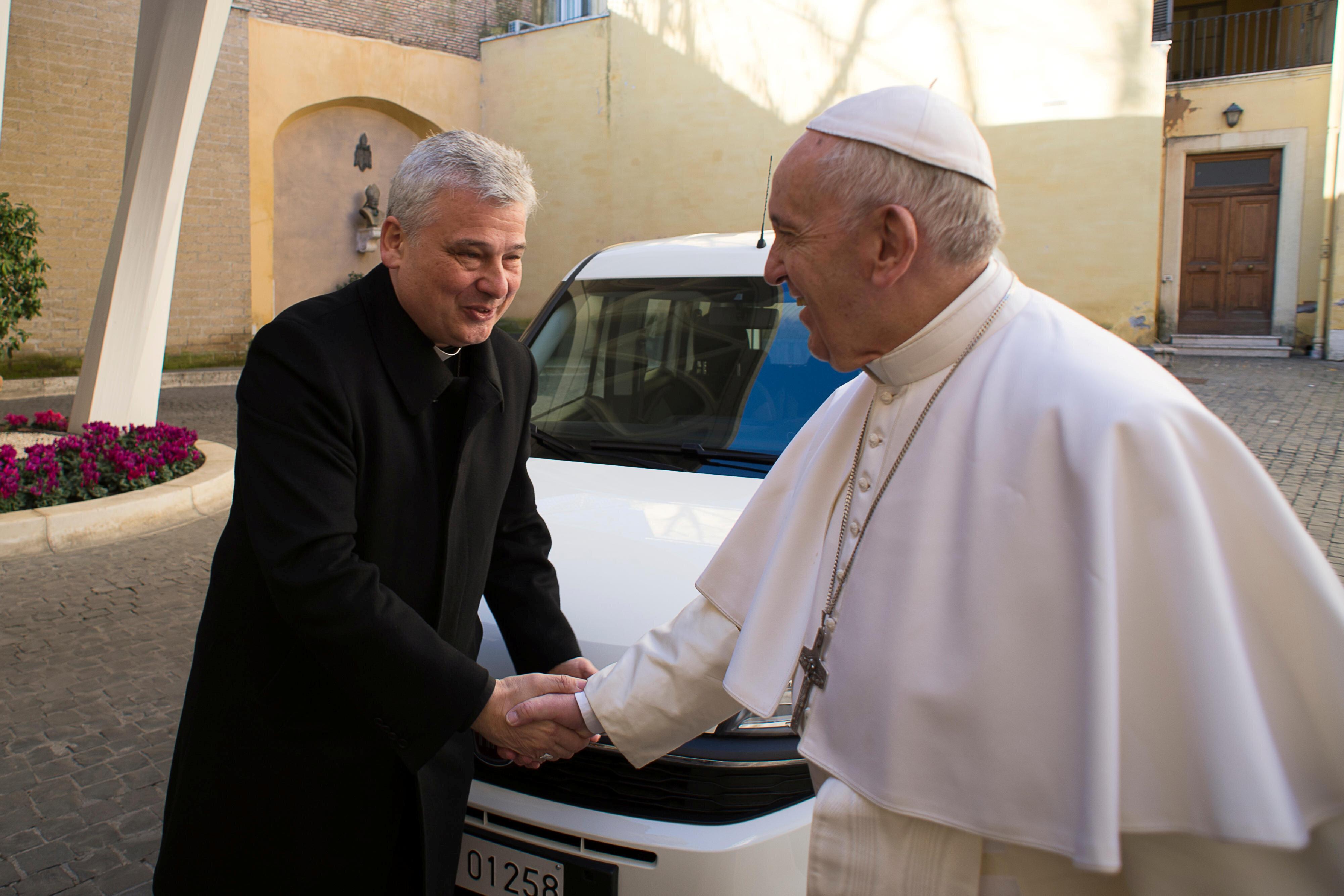 Krajewski, l'elemosiniere del Papa: