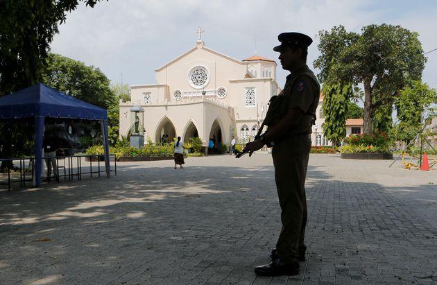 Ταραχές στη Σρι Λάνκα, με επιθέσεις σε τεμένη και καταστήματα