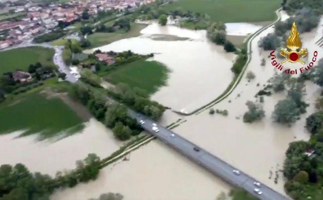 Maltempo: in Emilia Romagna fiumi in piena, frane e