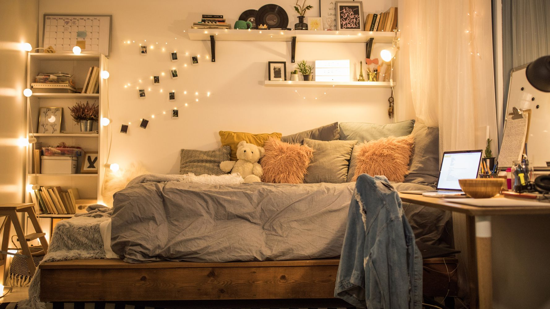 How To Make A Small Bedroom Look Bigger, According To ...