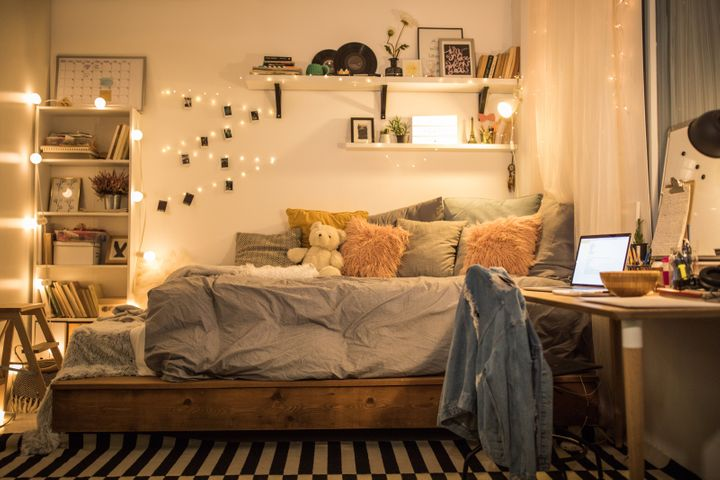 How To Make A Small Bedroom Look Bigger According To Experts