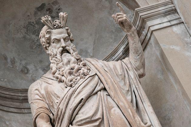 Una estatua de Zeus en