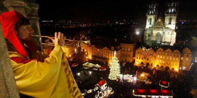 Holiday Displays Around The World Light Up Global