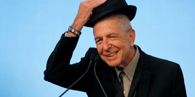 Musician Leonard Cohen tips his hat to the audience as he accepts the 2012 Awards for Song Lyrics of Literary Excellence, which was awarded to both he and Chuck Berry at the John F. Kennedy Presidential Library and Museum, in Boston, Massachusetts February 26, 2012 REUTERS/Jessica Rinaldi (UNITED STATES - Tags: ENTERTAINMENT)