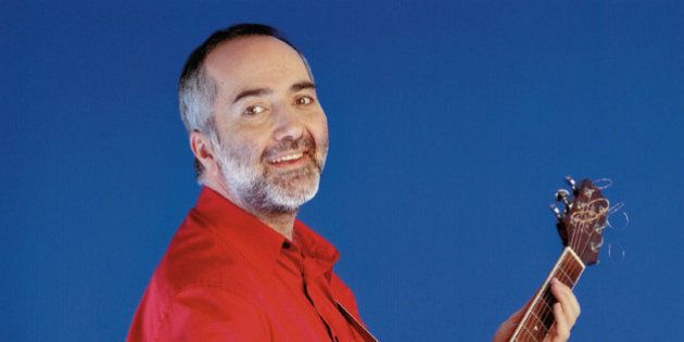 Raffi Says Lawless Internet 'Failing Our Children,' Calls For Government Regulation Of