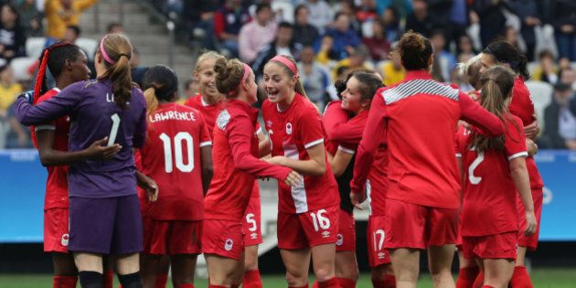 2016 Rio Olympics - Soccer - Preliminary - Women's First Round - Group F Canada v Australia - Corinthians Arena - Sao Paulo, Brazil - 03/08/2016. Canada's players celebrate victory. REUTERS/Paulo Whitaker FOR EDITORIAL USE ONLY. NOT FOR SALE FOR MARKETING OR ADVERTISING CAMPAIGNS.