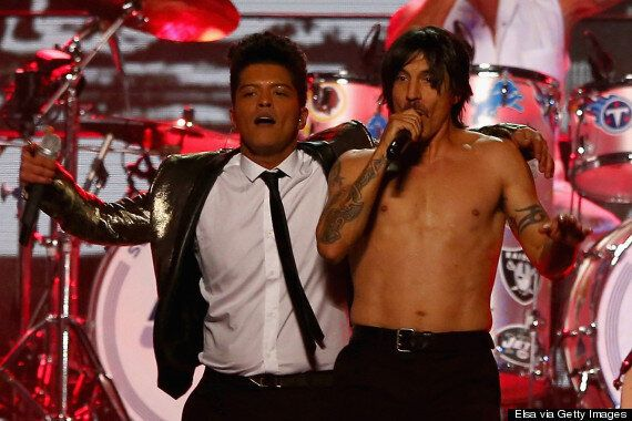 Super Bowl 2014: Anthony Kiedis And His Abs Steal The Halftime