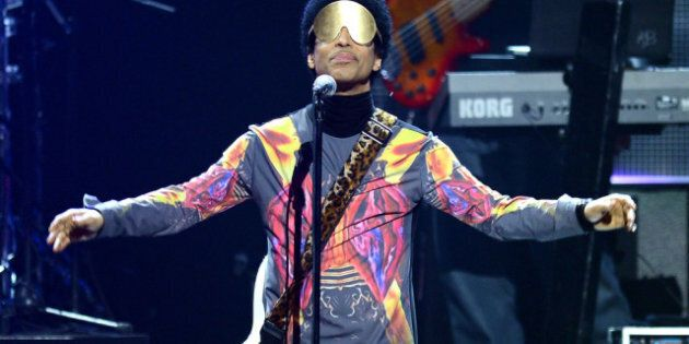 LAS VEGAS, NV - SEPTEMBER 22: Recording artist Prince performs with singer Mary J. Blige onstage during...