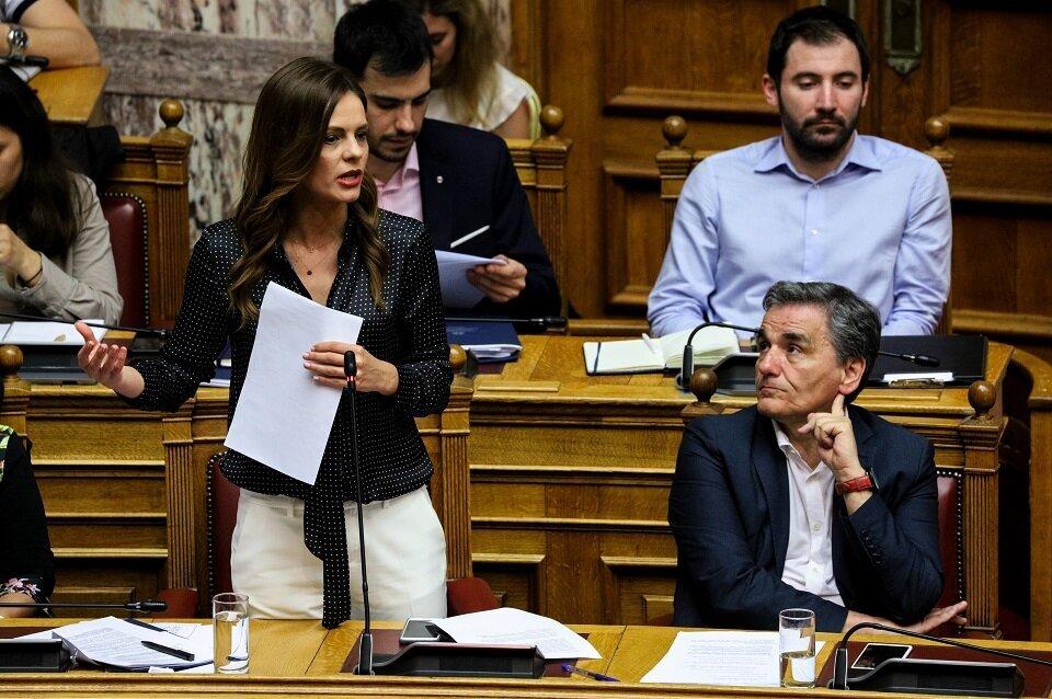 Βουλή: Αγρια κόντρα Αχτσιόγλου – Βρούτση για την επταήμερη