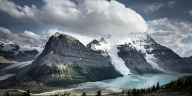 Mount Robson 3,954 m (12,972 ft) and Berg Lake from Mumm Basin, Mt. Robson Provincial Park British Columbia
