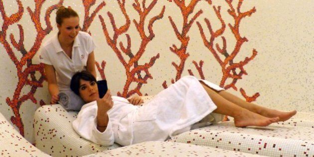 'Relax With No Apps' Smartphone Massages Are A Real Thing At German Hotel
