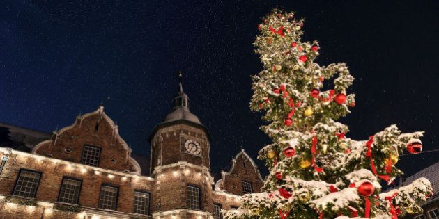 Spectacular view on the D?sseldorf town hall from the Christmas market on Marktplatz with a snowcapped...