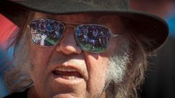 Neil Young Blasts Obama Over Fracking, Suggests