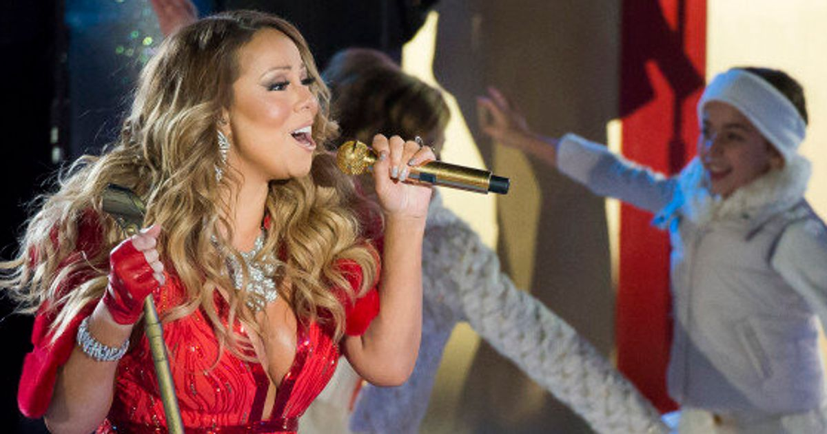 2dec5ae458dff Mariah Carey Tries To Sing  All I Want For Christmas
