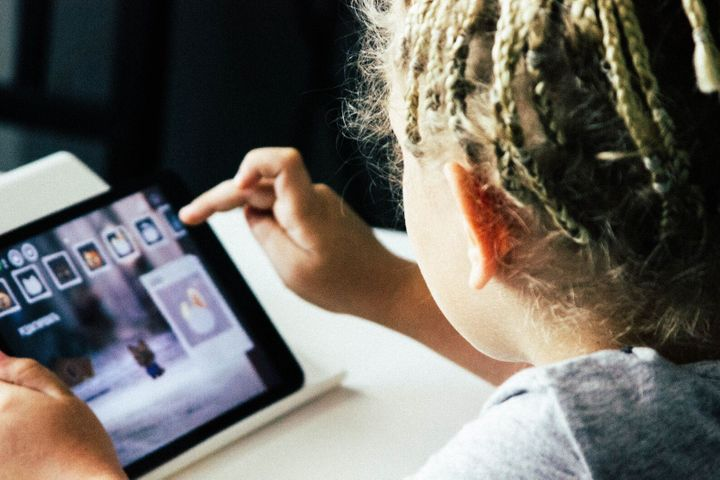 Parenting In Age Of Screens Heres What >> Summer Is Coming Here S How To Set New Screen Time Rules For Your
