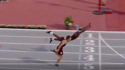 ゴールインの瞬間、選手はスーパーマンのように宙を舞った。ハードル競技なのに…。