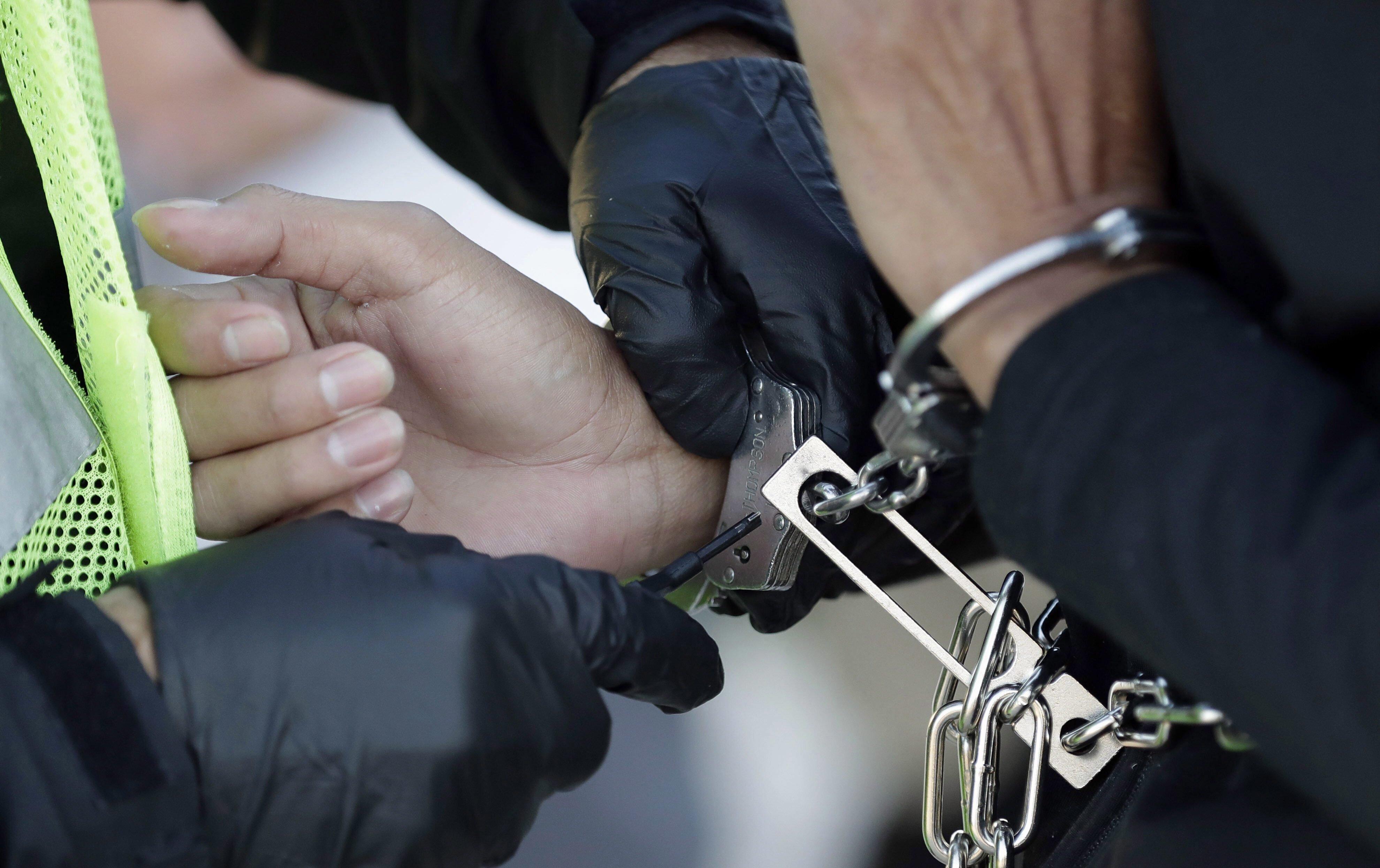 Les policiers aux trousses des sans