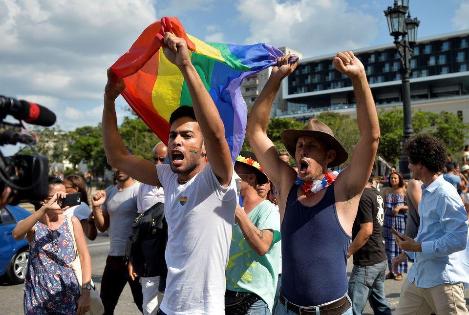 정부의 '금지'를 뚫고 쿠바에서 게이 퍼레이드가 열렸다