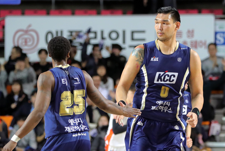 '한국인 첫 NBA' 농구선수 하승진이 은퇴를